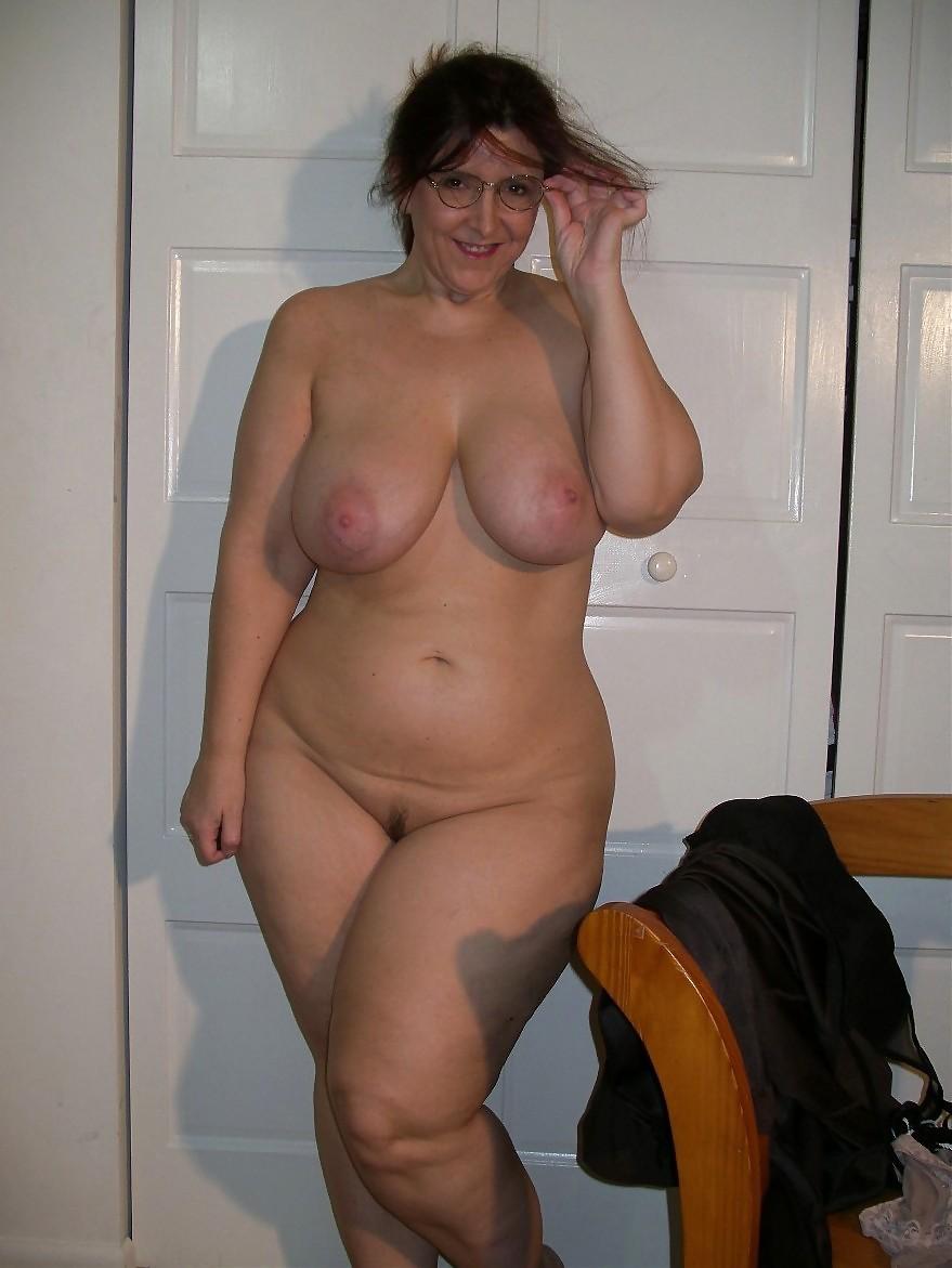хихикала голые толстые женщины в возрасте видео ватных ногах отправился